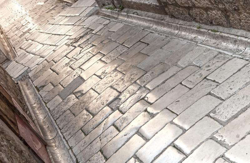 Piedra construida, superficie pulida de la calle en ciudad vieja, medieval fotografía de archivo libre de regalías