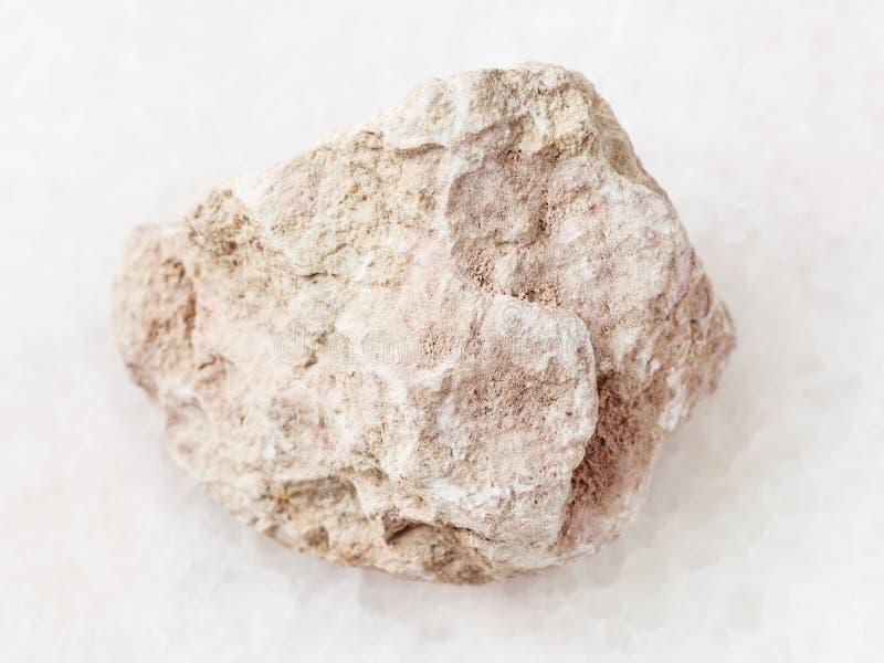 piedra cruda de la marga en blanco imagen de archivo libre de regalías