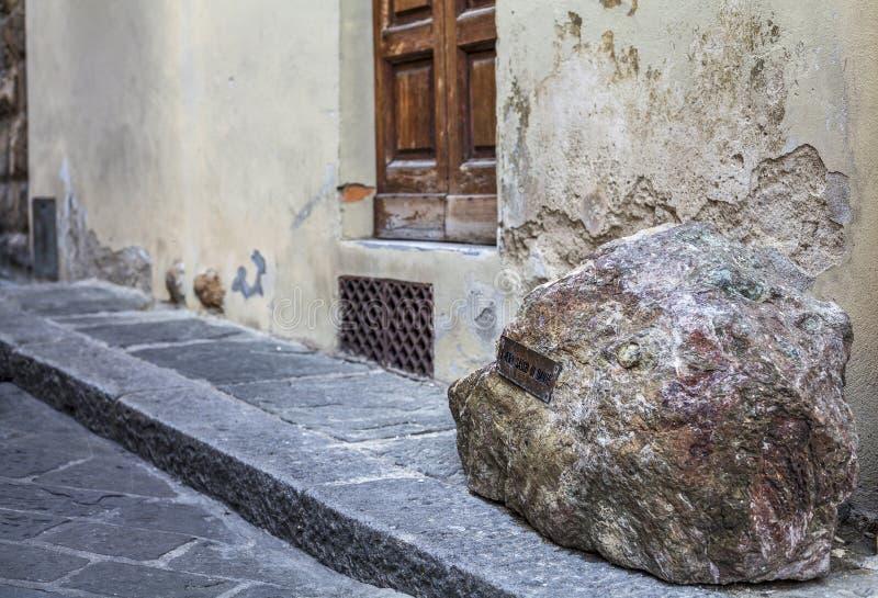 Piedra de Dante Alighieri en Florencia cerca del duomo fotografía de archivo libre de regalías