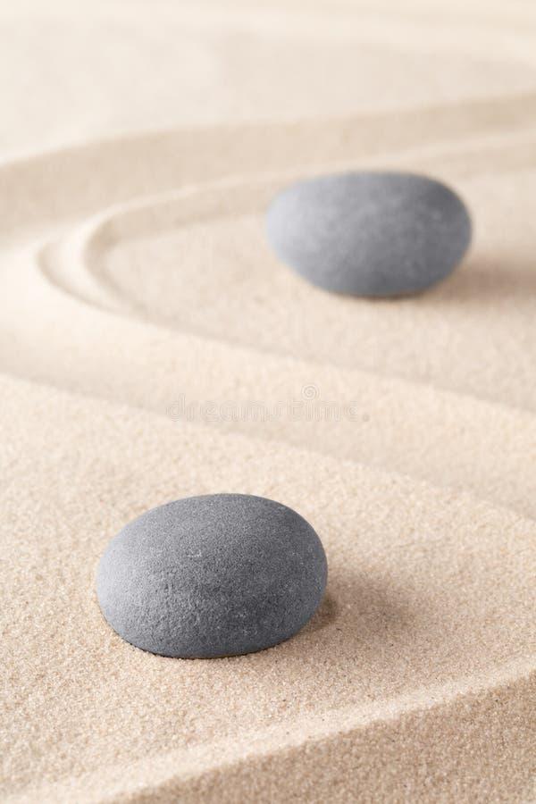 Piedra de la meditación del zen en jardín japonés del zen foto de archivo libre de regalías