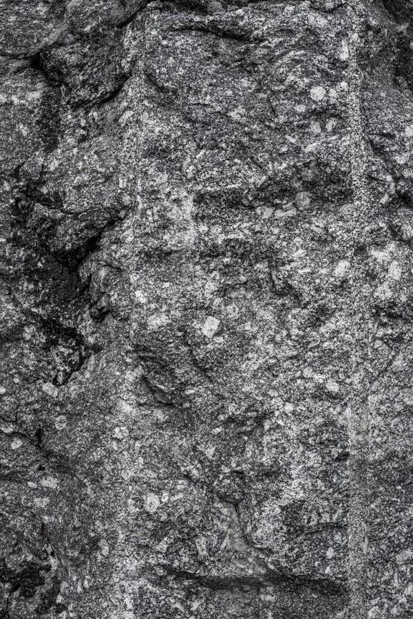 Piedra de la montaña e hierba verde Fondo Textura del stonr blur fotos de archivo
