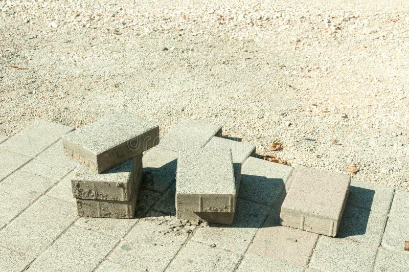 Piedra de pavimentación en sitio de la reconstrucción del pavimento imagen de archivo libre de regalías