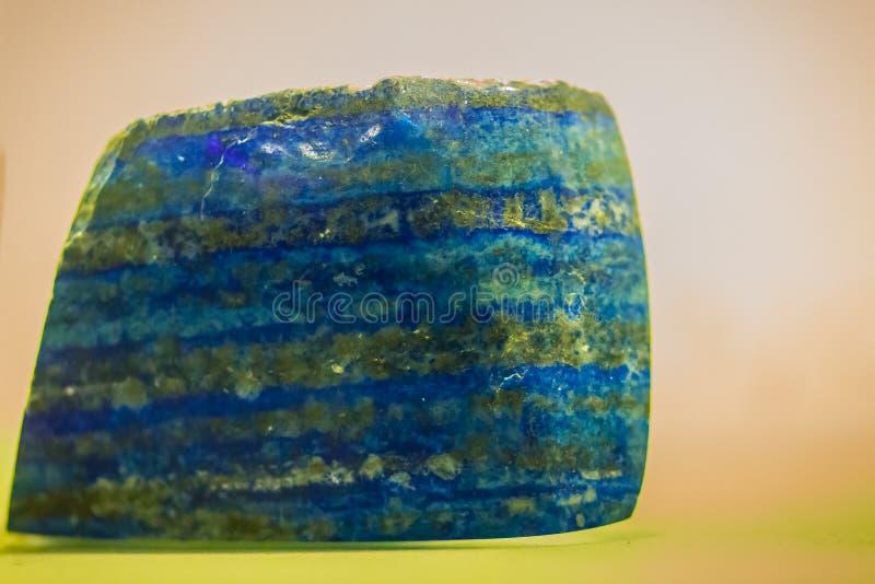 Piedra del lapislázuli de la explotación minera para la educación El lapislázuli Lazul es una d imagenes de archivo