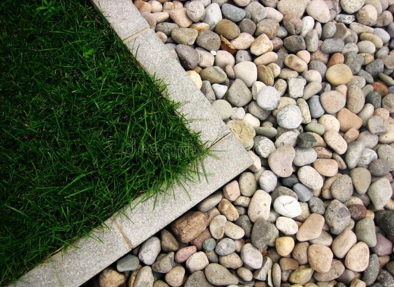 Piedra e hierba fotografía de archivo libre de regalías