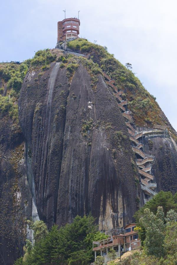 Piedra el Penol på Guatape i Antioquia, Colombia fotografering för bildbyråer