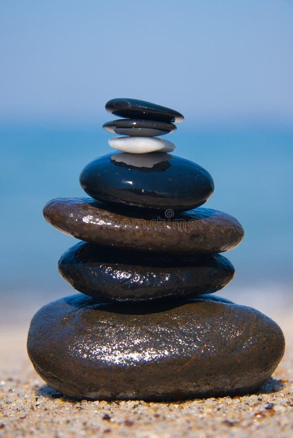 Piedra en la torre de piedra - zen foto de archivo