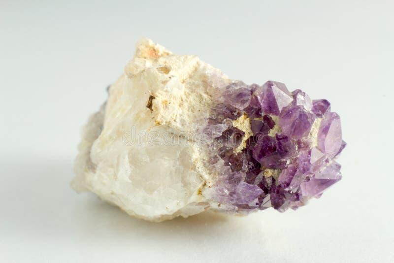Download Piedra Hermosa Y Natural De Amethista Foto de archivo - Imagen de travieso, aguja: 42439482