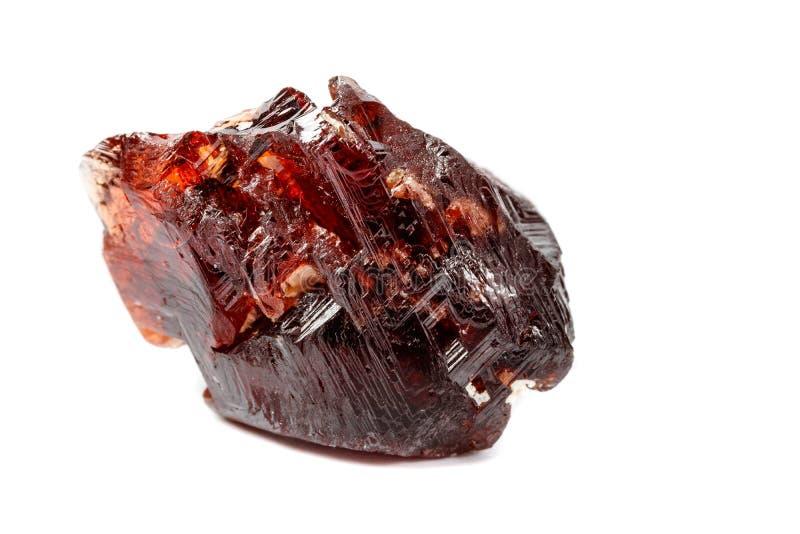 Piedra mineral macra Garnet Spessartine en un fondo blanco imagen de archivo