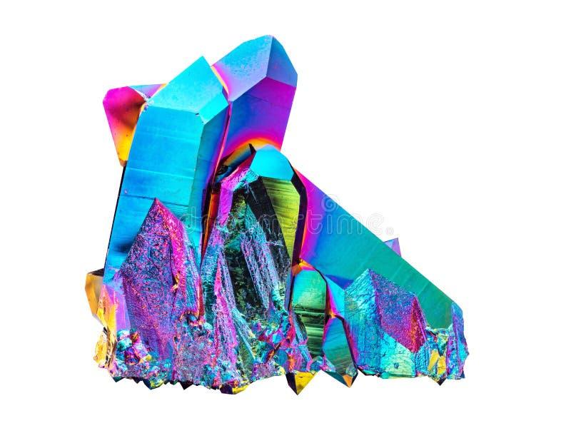 Piedra muy aguda y detallada del racimo del cristal de cuarzo de la aureola del arco iris del titanio cortada en el fondo blanco fotos de archivo
