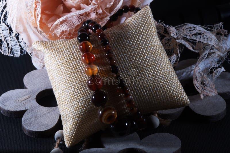 Piedra natural del collar de la ágata imagen de archivo