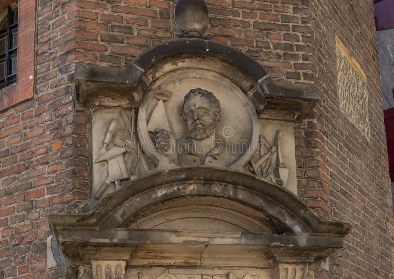 Piedra para el gremio del albañil, edificio de Waag, Amsterdam del aguilón foto de archivo libre de regalías