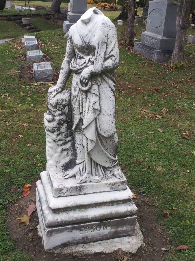 Piedra sepulcral en cememtery imagen de archivo libre de regalías