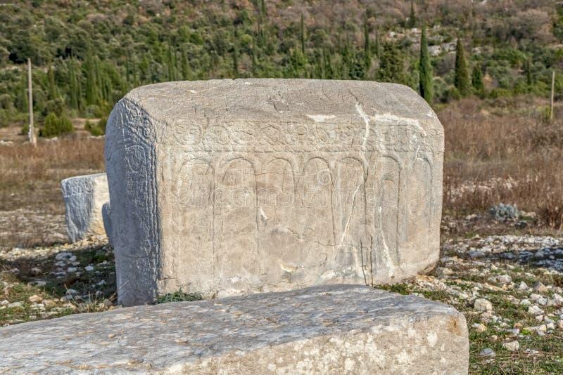 Piedra sepulcral medieval de Stecak imagenes de archivo