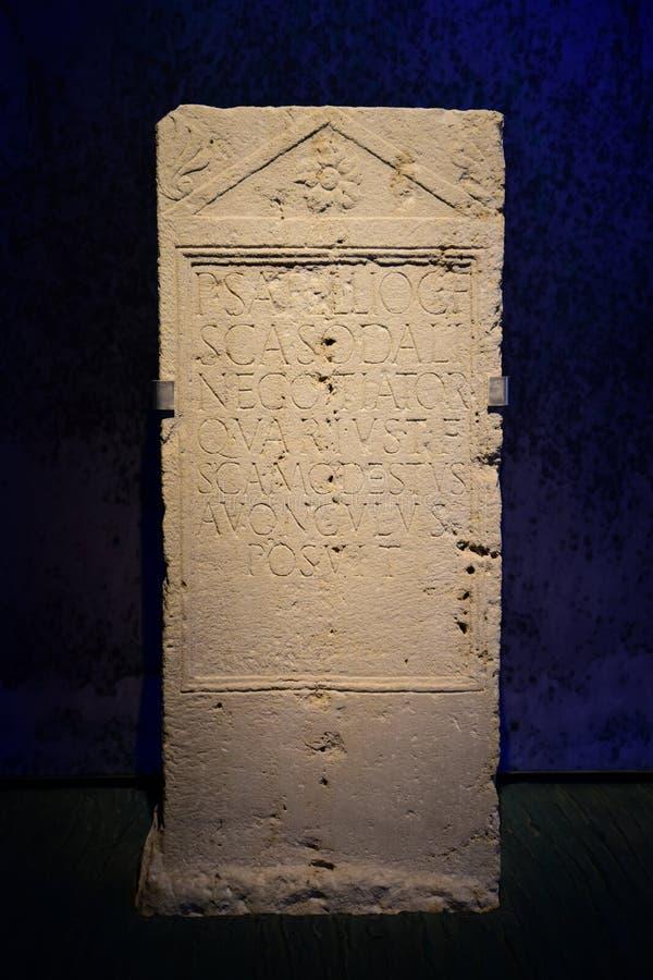 Piedra sepulcral romana en Carnuntum fotos de archivo