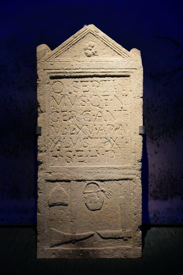 Piedra sepulcral romana en Carnuntum fotografía de archivo