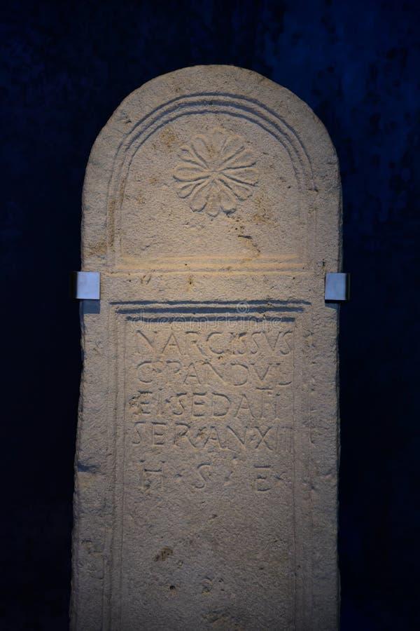 Piedra sepulcral romana en Carnuntum imágenes de archivo libres de regalías
