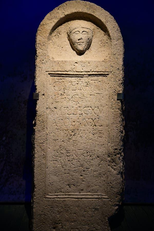 Piedra sepulcral romana en Carnuntum fotos de archivo libres de regalías