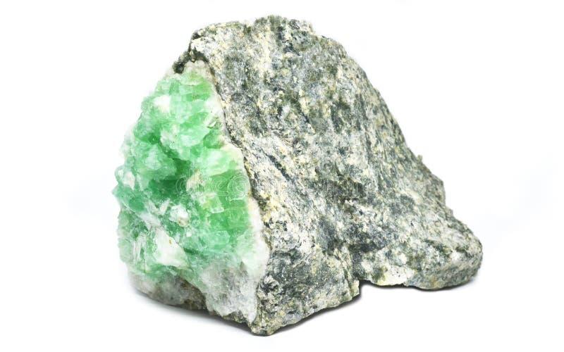 Piedra verde en el fondo blanco imagen de archivo