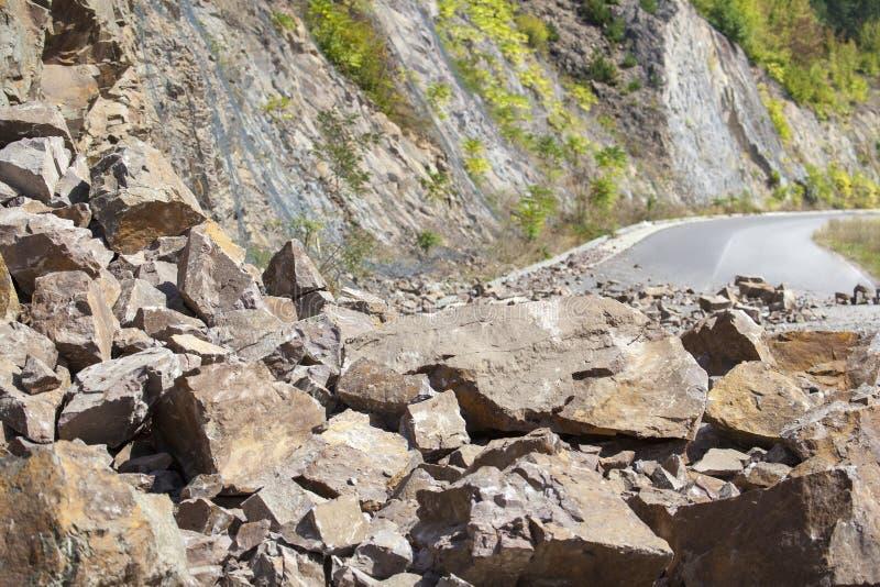 Piedras caidas en el camino fotos de archivo libres de regalías