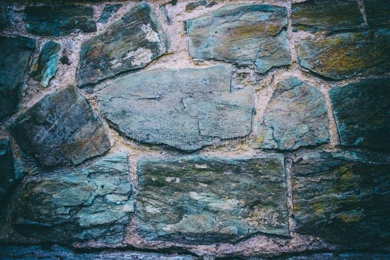 Piedras de la pizarra como pared de la casa imagenes de archivo
