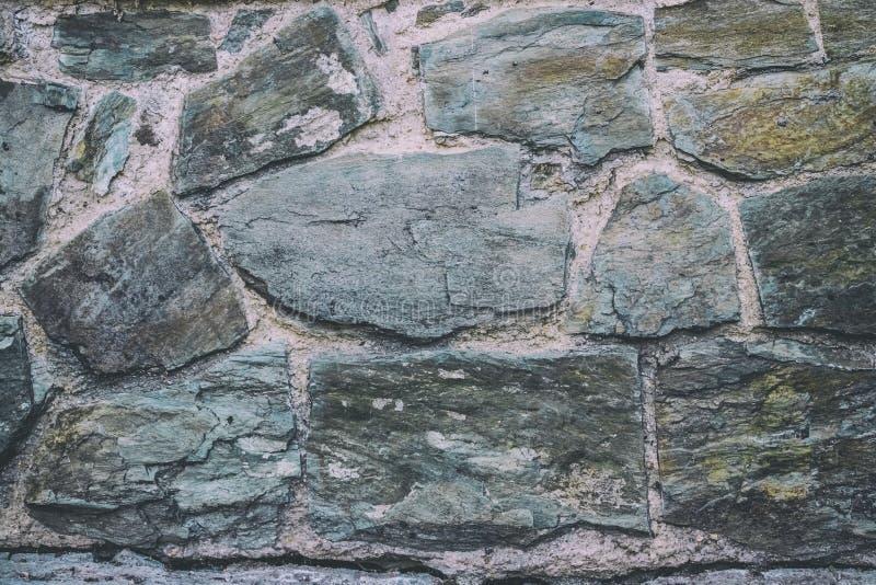 Piedras de la pizarra como pared de la casa foto de archivo