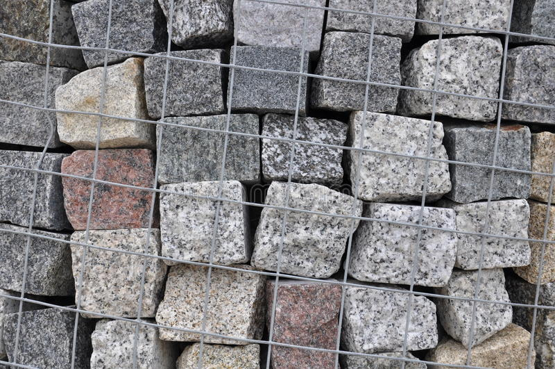 Piedras de pavimentación de piedra del granito en un containe foto de archivo libre de regalías