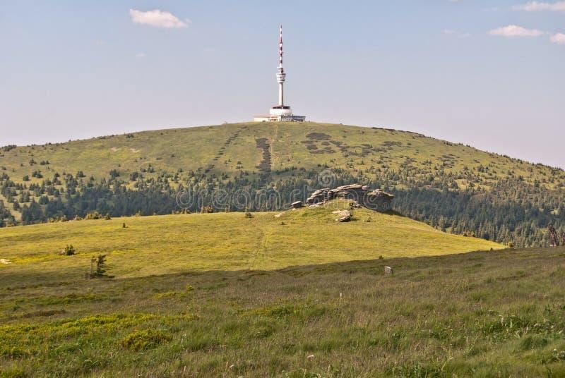Piedras de Petrovy y colina kameny de Praded en las montañas de Jeseniky imágenes de archivo libres de regalías