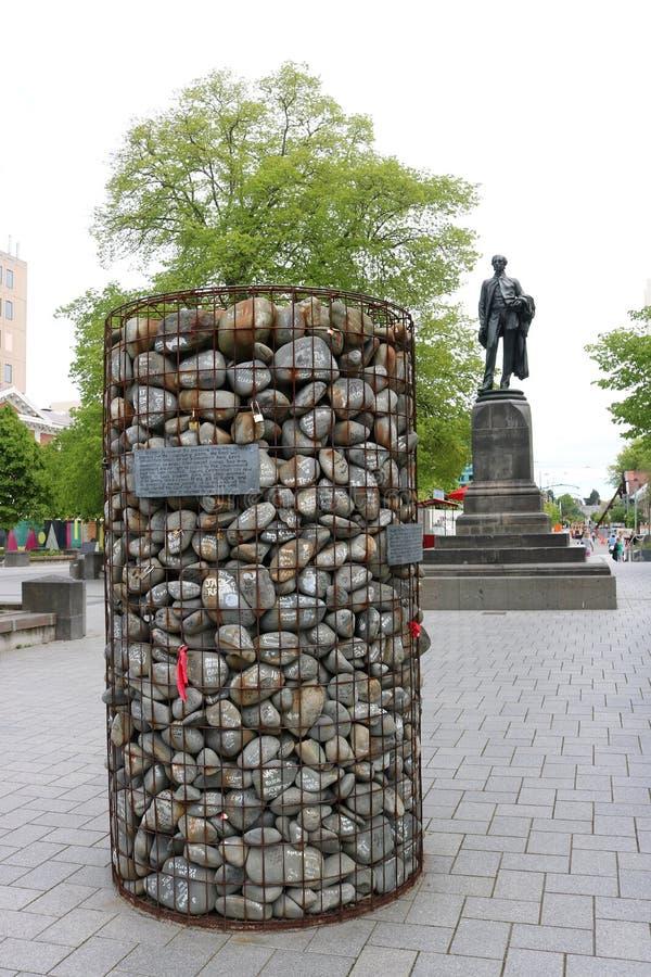 Piedras del envase del alambre del mojón de la protesta, Christchurch fotos de archivo libres de regalías
