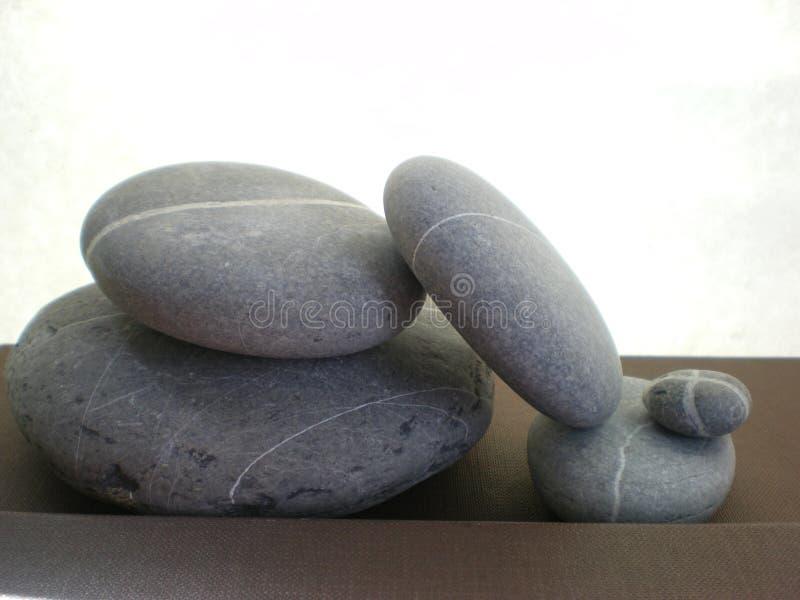 Piedras desequilibradas del zen imagen de archivo