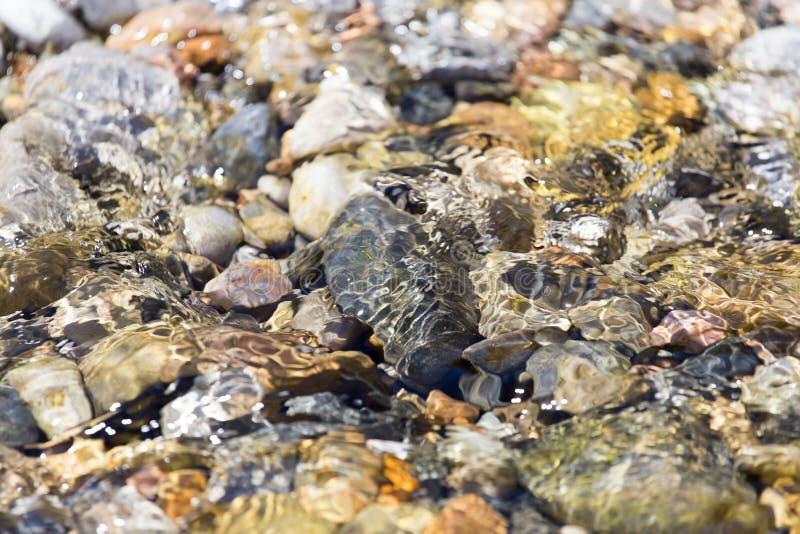 Piedras en naturaleza del agua fotografía de archivo