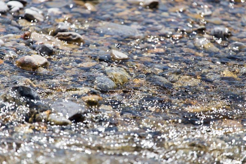 Piedras en naturaleza del agua foto de archivo libre de regalías