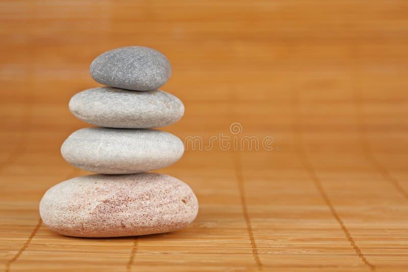 Piedras equilibradas imágenes de archivo libres de regalías