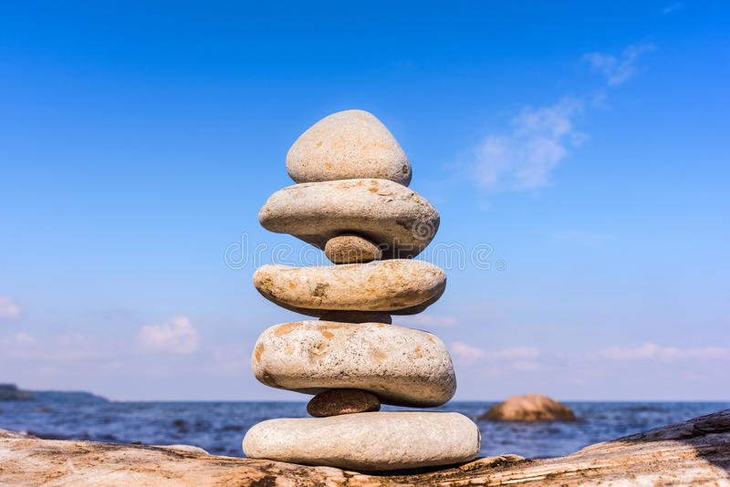 Piedras equilibradas de uno a fotografía de archivo libre de regalías