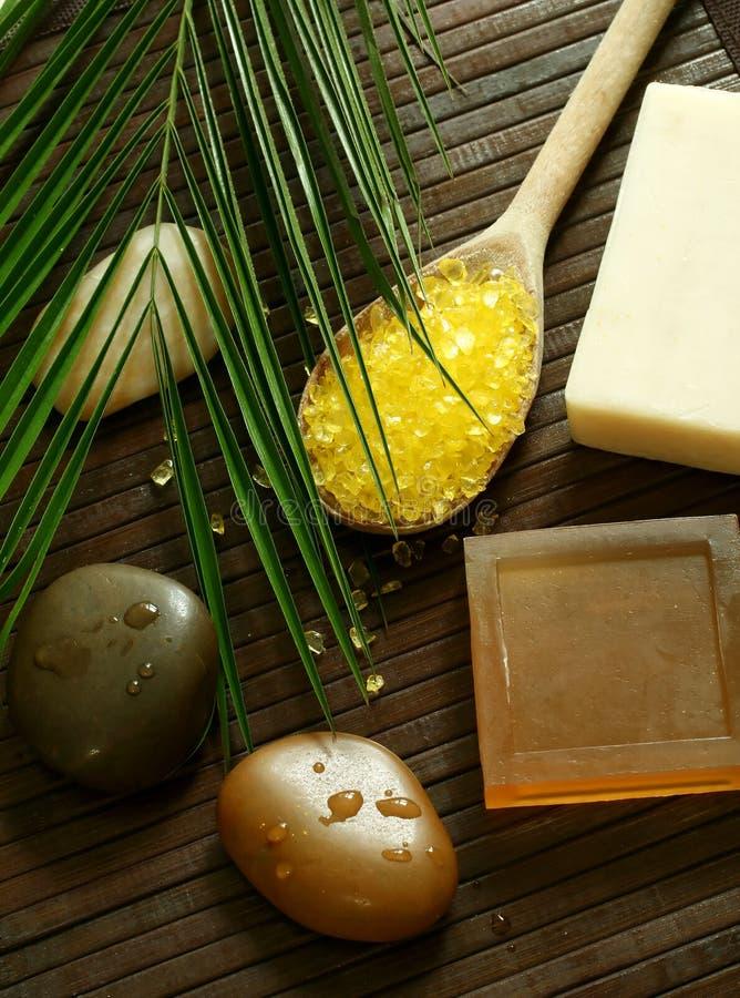 Piedras, jabón y sal de baño foto de archivo libre de regalías