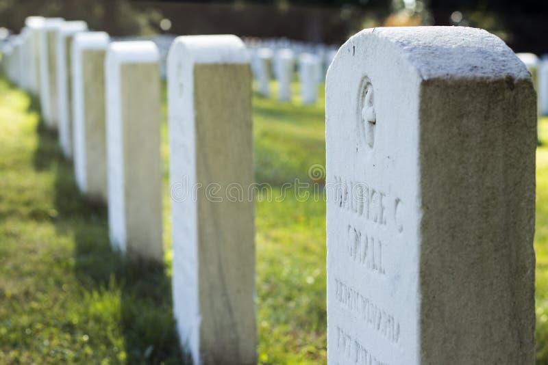 Piedras sepulcrales de los soldados de la guerra civil en el cementerio nacional de Gettysburg imagen de archivo