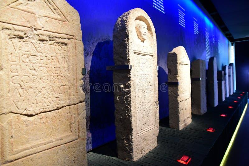 Piedras sepulcrales romanas en Carnuntum fotografía de archivo