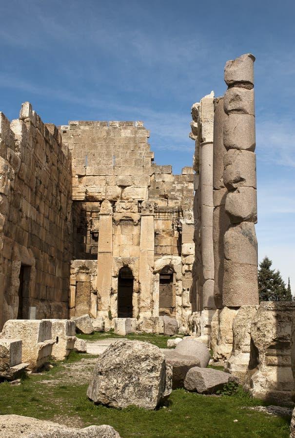 Piedras y columnas grandes, Baalbek, Líbano fotografía de archivo