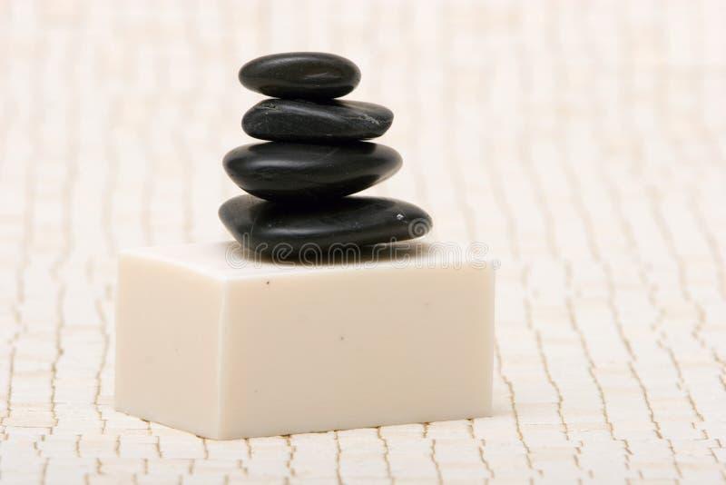 Piedras y jabón del balneario foto de archivo