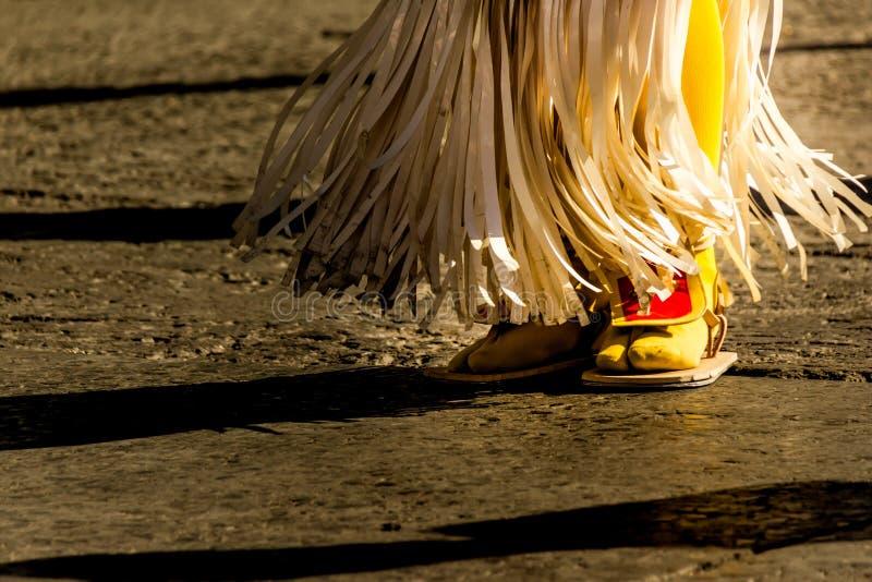 Pieds d'un danseur traditionnel de Mexicain de matachin photographie stock