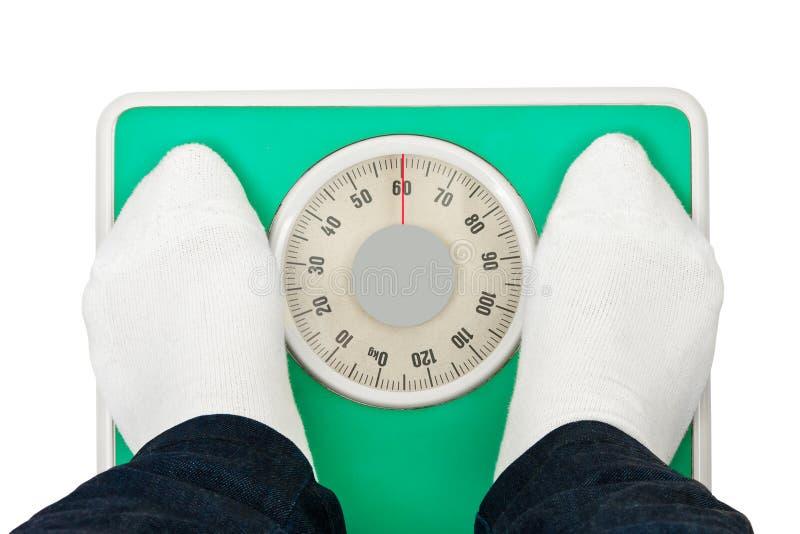 Pieds de femme et échelle de poids photos stock