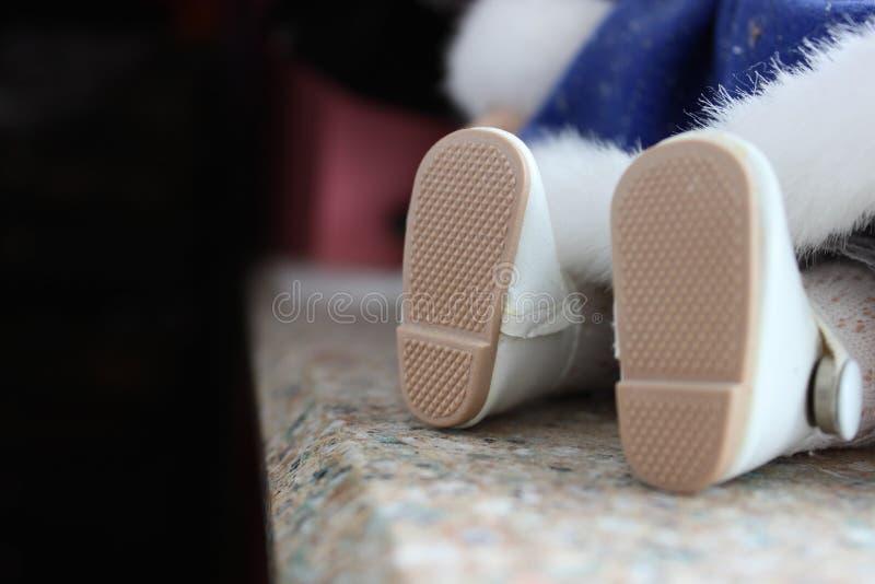 Pieds de poupée photo stock