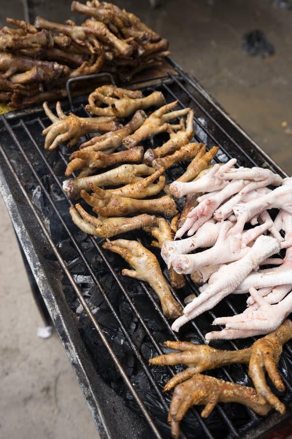 Pieds grillés de poulet en Equateur photos stock