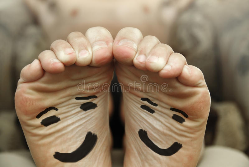 Pieds heureux photo libre de droits