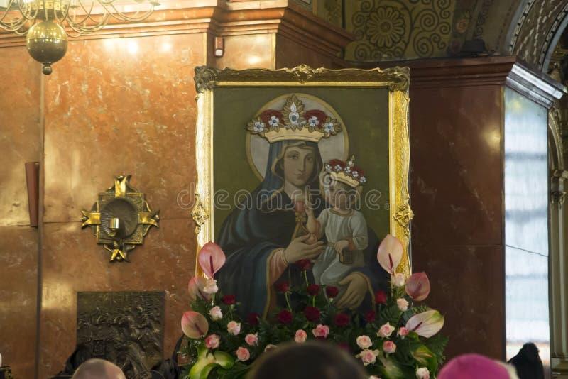 Piekary Slaskie Polonia 26 de mayo de 2019 : El interior de la basílica de nuestra señora de Piekary antes del peregrinaje solemn fotografía de archivo libre de regalías