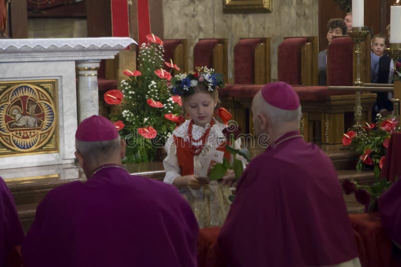 Piekary Slaskie Polonia 26 de mayo de 2019 : El interior de la basílica de nuestra señora de Piekary antes del peregrinaje solemn fotos de archivo