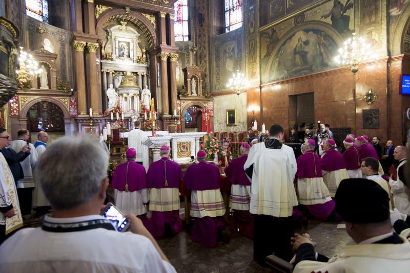 Piekary Slaskie Polonia 26 de mayo de 2019 : El interior de la basílica de nuestra señora de Piekary antes del peregrinaje solemn fotografía de archivo