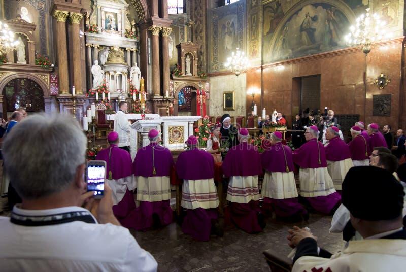 Piekary Slaskie Polonia 26 de mayo de 2019 : El interior de la basílica de nuestra señora de Piekary antes del peregrinaje solemn fotos de archivo libres de regalías