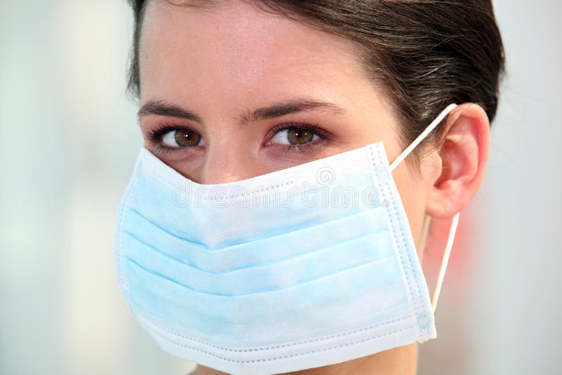 Pielęgniarka target66_0_ chirurgicznie maskę zdjęcia royalty free