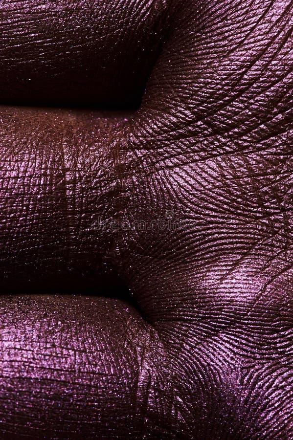 Piel macra de la palma pintada en púrpura fotos de archivo libres de regalías