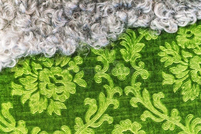 Piel y texturas verdes de la materia textil que alinean junto foto de archivo libre de regalías